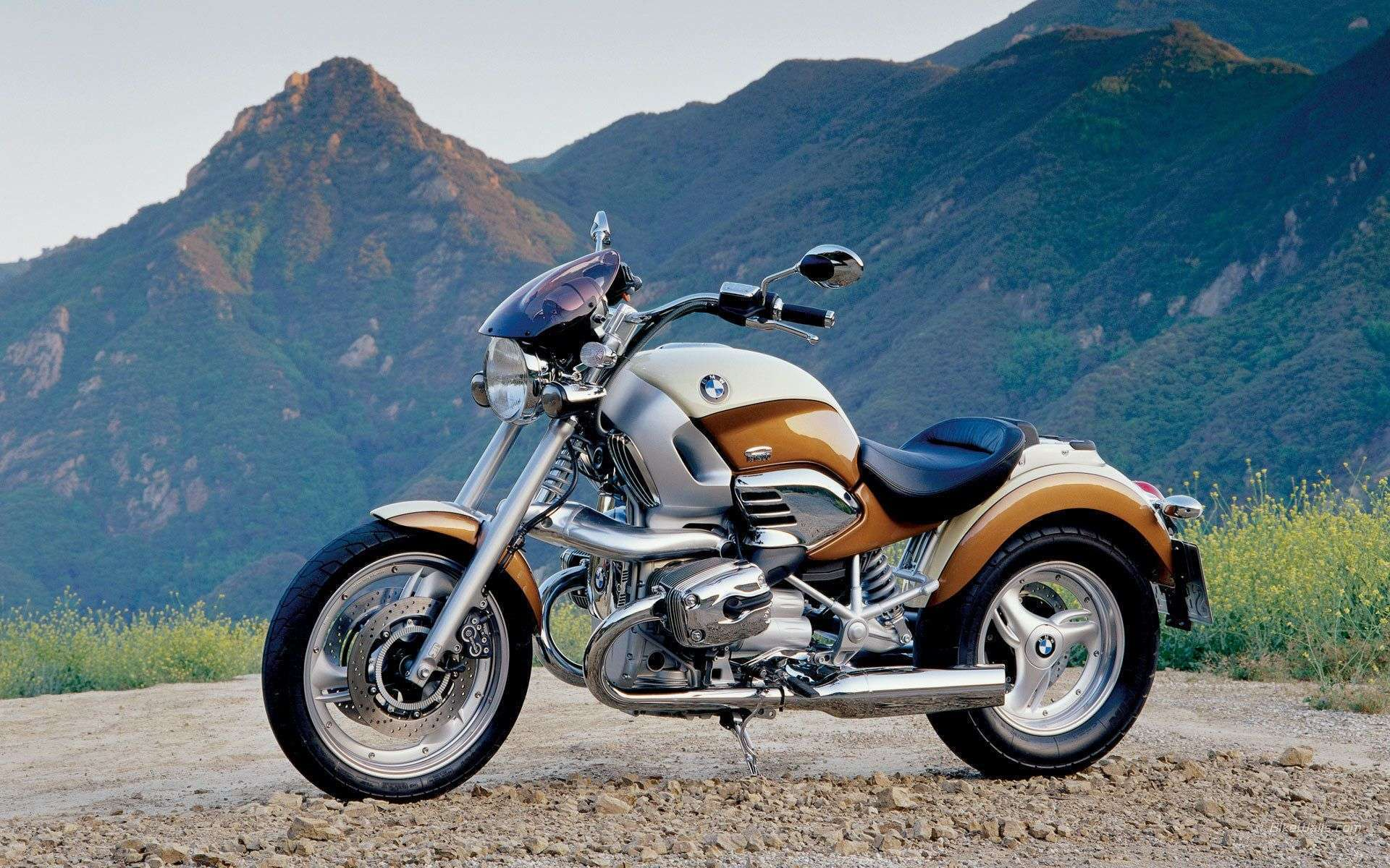 view of bmw r1200c motorbike wallpapers hd car wallpapers. Black Bedroom Furniture Sets. Home Design Ideas